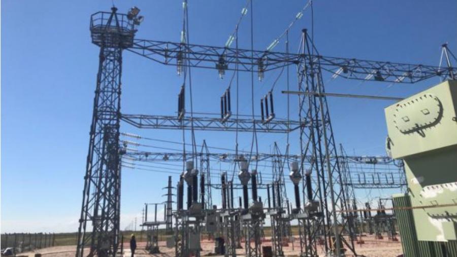 Recambian Transformadores de la subestación eléctrica de Macachin.