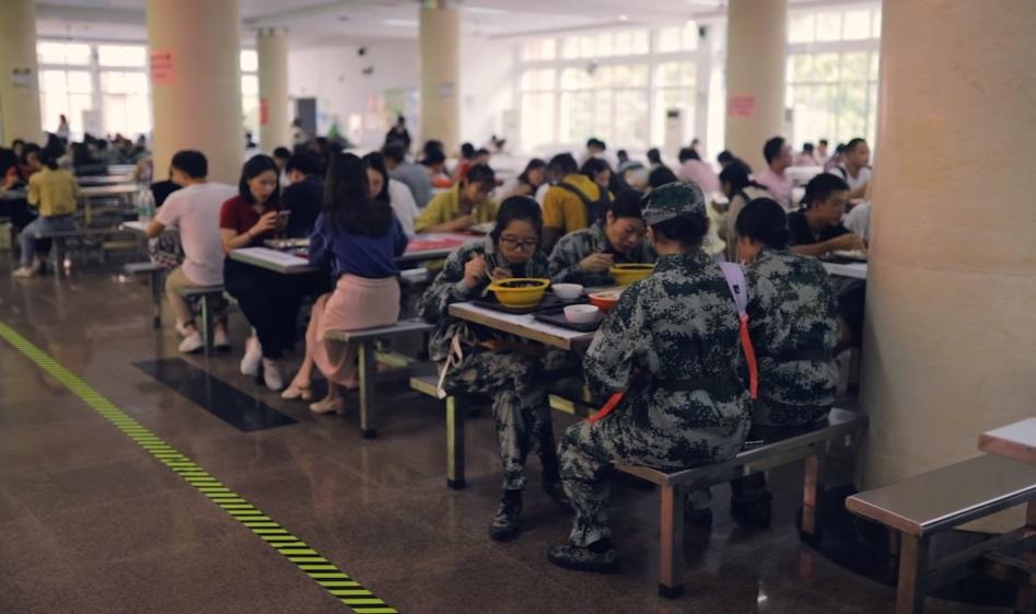 Comedor Universitario en China después del Covid 19 sin ninguna restricción