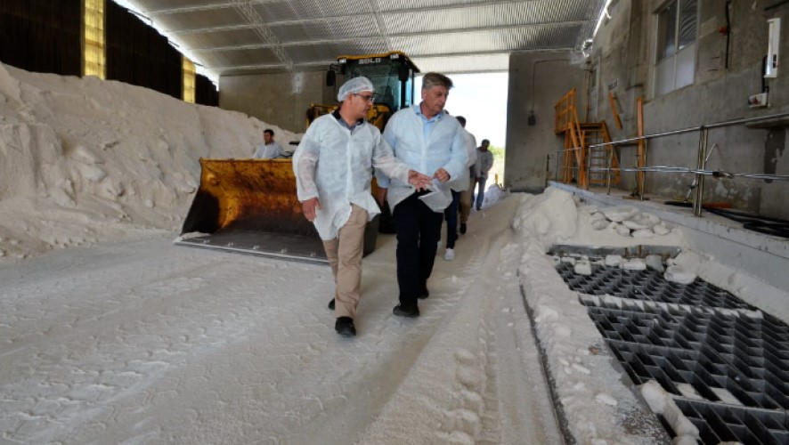 """El gobierno de La Pampa benefició con un credito de 12 millones de pesos a envasadora de sal """"Dos Anclas"""""""
